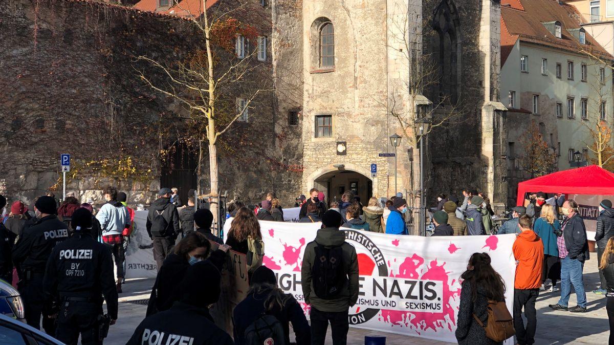 """Demo der """"Initiative gegen Rechts"""" am Schwanenplatz in Regensburg"""