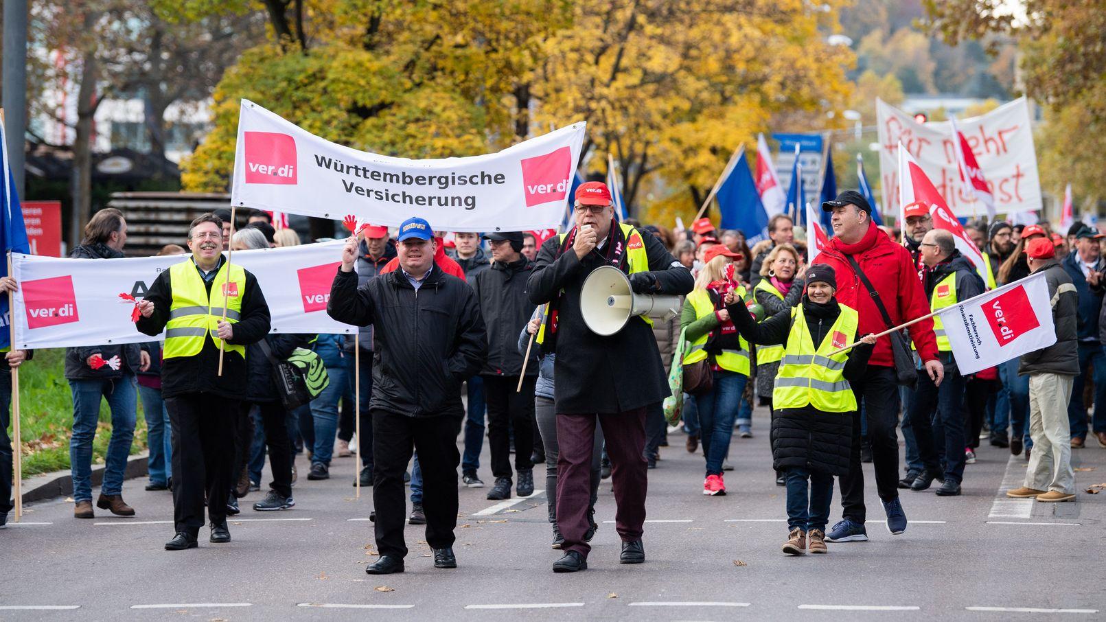 Nach Warnstreiks haben sich Verdi und der Arbeitgeberverband auf einen neuen Tarifabschluss geeinigt.