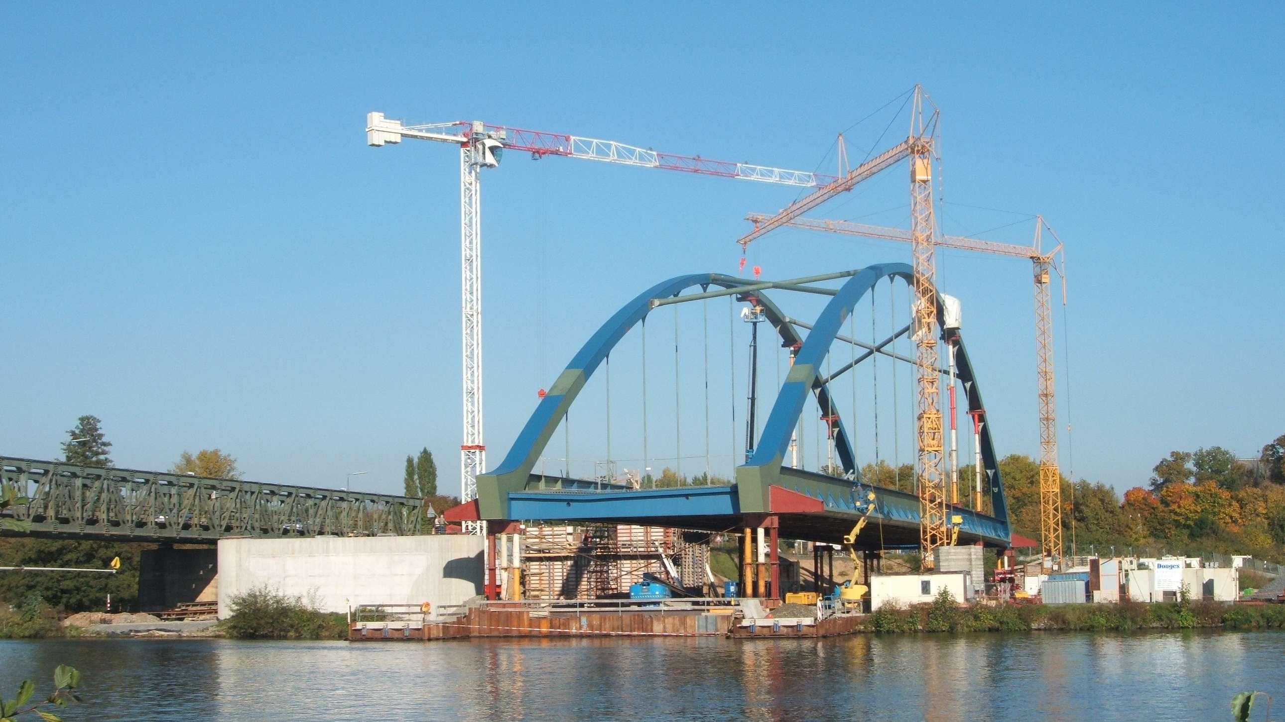 Die Volkacher Mainbrücke wurde 2010 eingeschwommen.