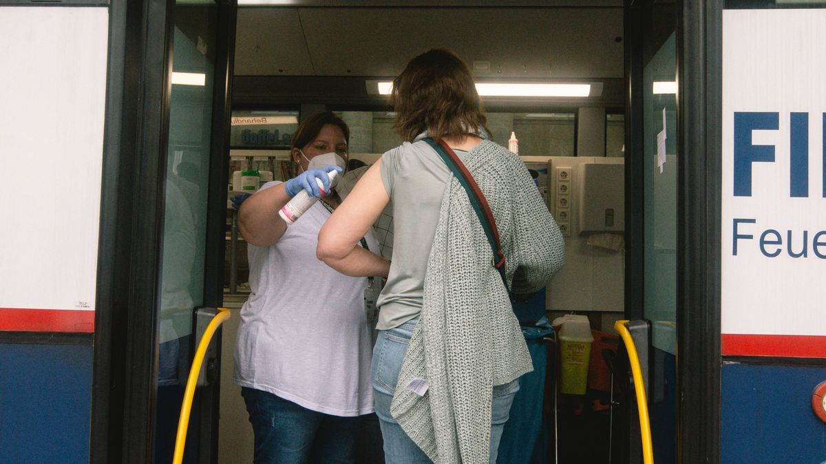 Corona-Impfung im Bus in Köln