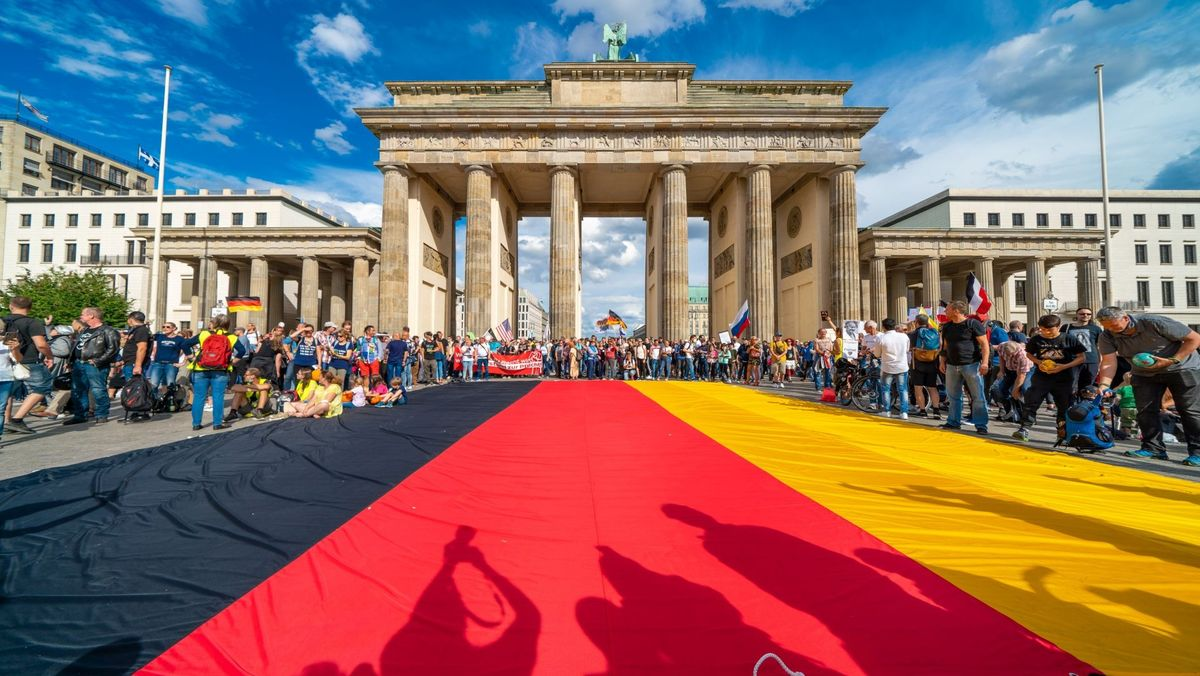 Nationalfarben vor dem Brandenburger Tor