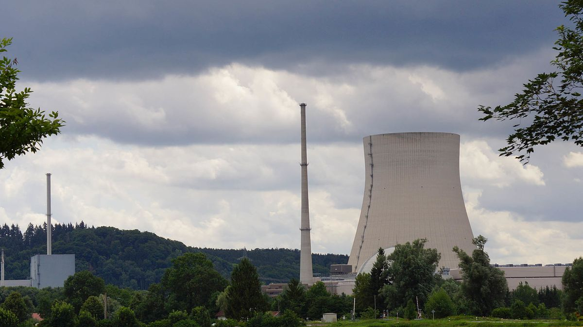 Das Atomkraftwerk Isar I und Isar II bei Essenbach im Landkreis Landshut.