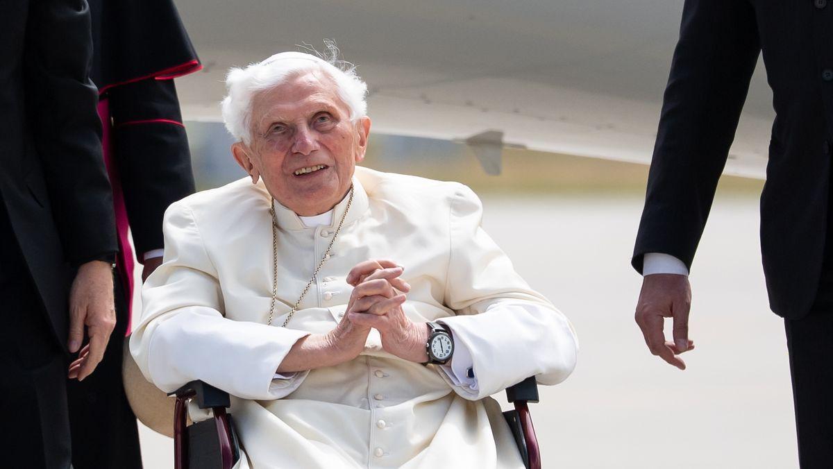 Benedikt XVI. im Juni 2020 am Münchner Flughafen