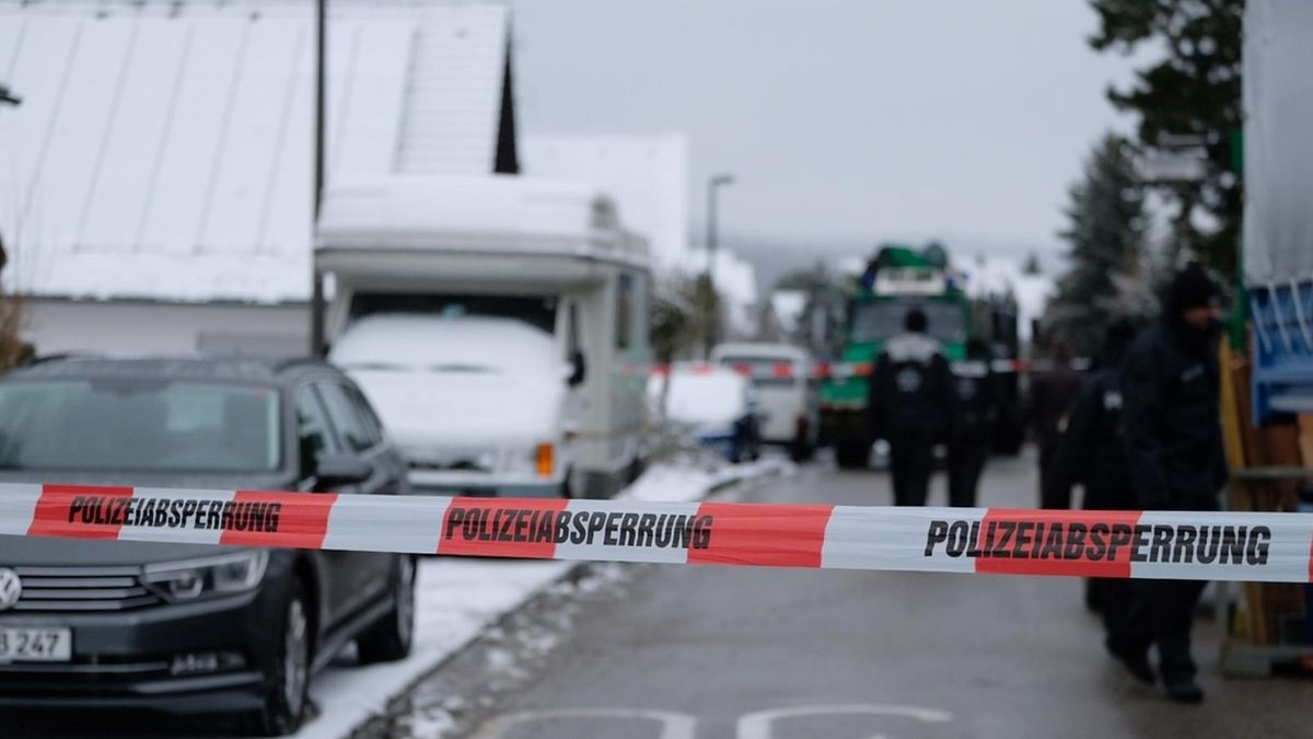 Polizisten im Januar 2018 am Tatort in Schnaittach