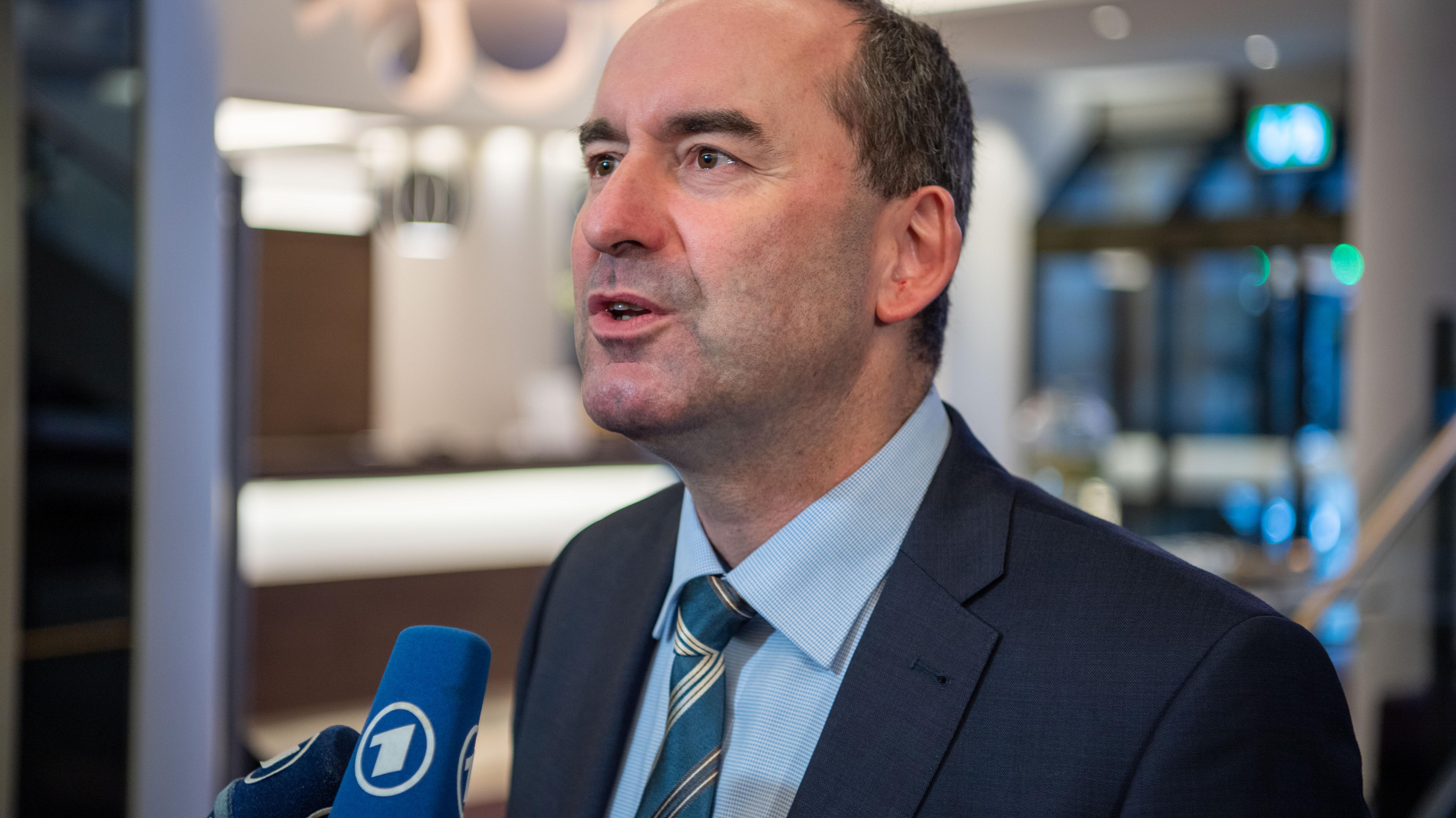 Die Freien Wähler haben laut Parteichef Aiwanger dem Koalitionsvertrag mit der CSU zugestimmt