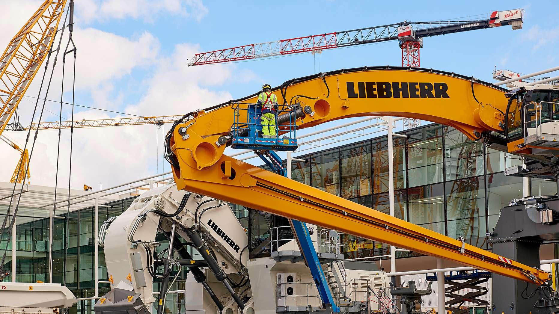 Der Aufbau der Aussteller auf der Messe München hat monatelang gedauert. So hat Liebherr schon im November 2018 angefangen.