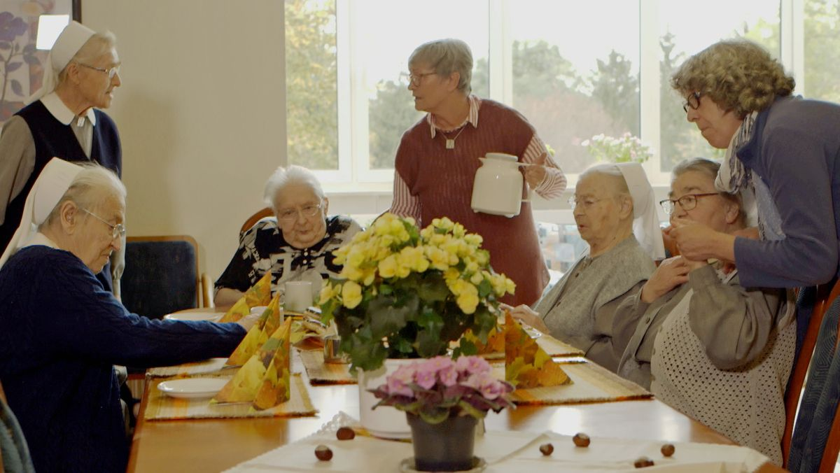 Sr. Anne (Mitte) ist erst mit Ende 60 zu den Puschendorfern Schwestern gestoßen.