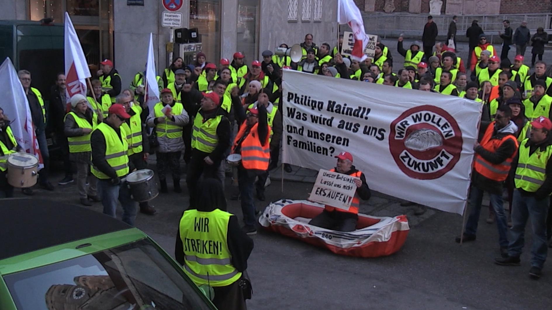 Mitarbeiter der Gersthofer Backbetriebe demonstrieren