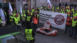 Mitarbeiter der Gersthofer Backbetriebe demonstrieren   Bild:BR