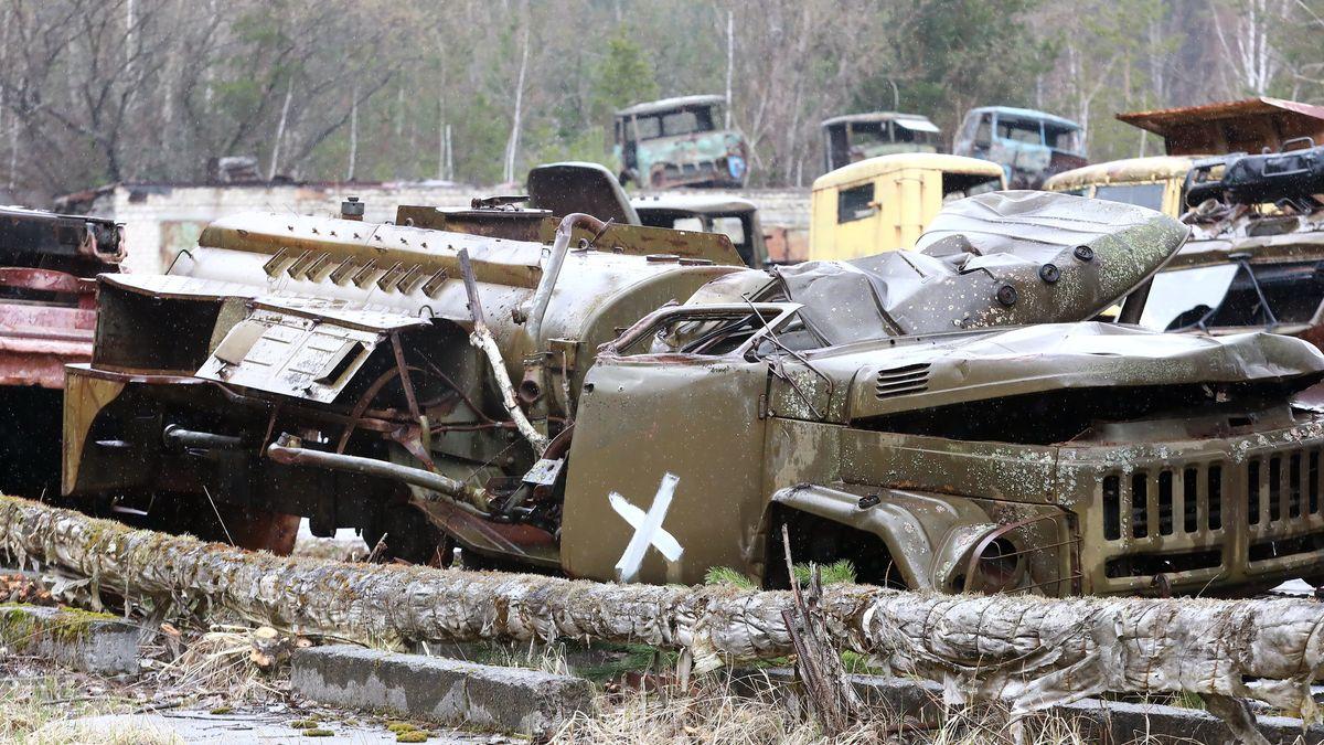Tschernobyl: Fahrzeuge, die während der Katastrophe von Tschernobyl 1986 eingesetzt wurden, sind in der Sperrzone abgestellt.