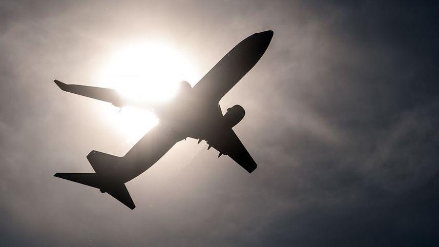 Archivbild - Ein Flugzeug startet.