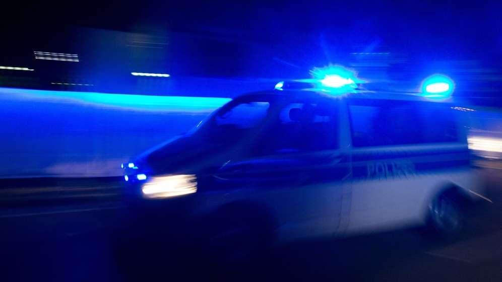 Symbolbild: Blaulicht und Polizeiwagen | Bild:picture alliance / dpa