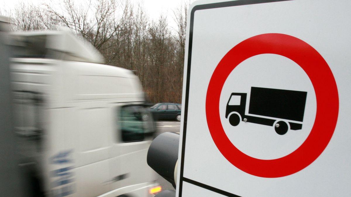 Symbolbild Durchfahrtsverbot Lkw