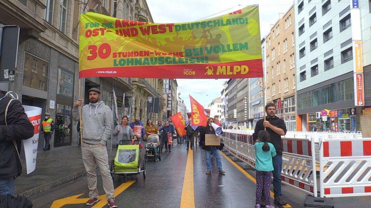 Demonstration mit Mindestabstand in München zum 1. Mai