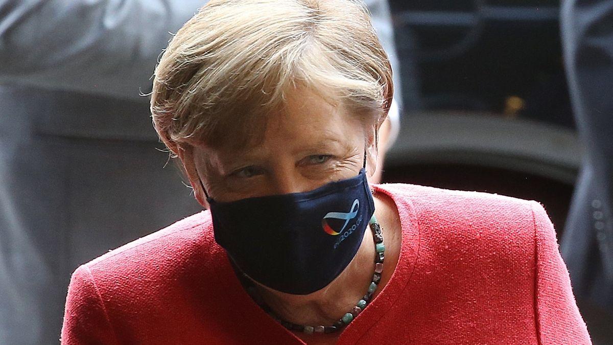 Angela Merkel mit Corona-Maske