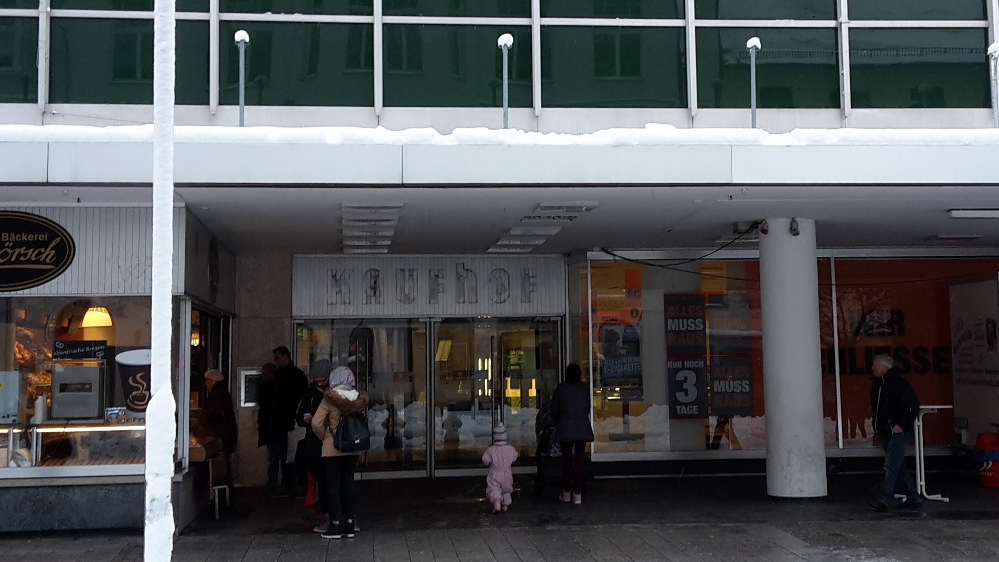 Eingang der Kaufhof Filiale in Hof