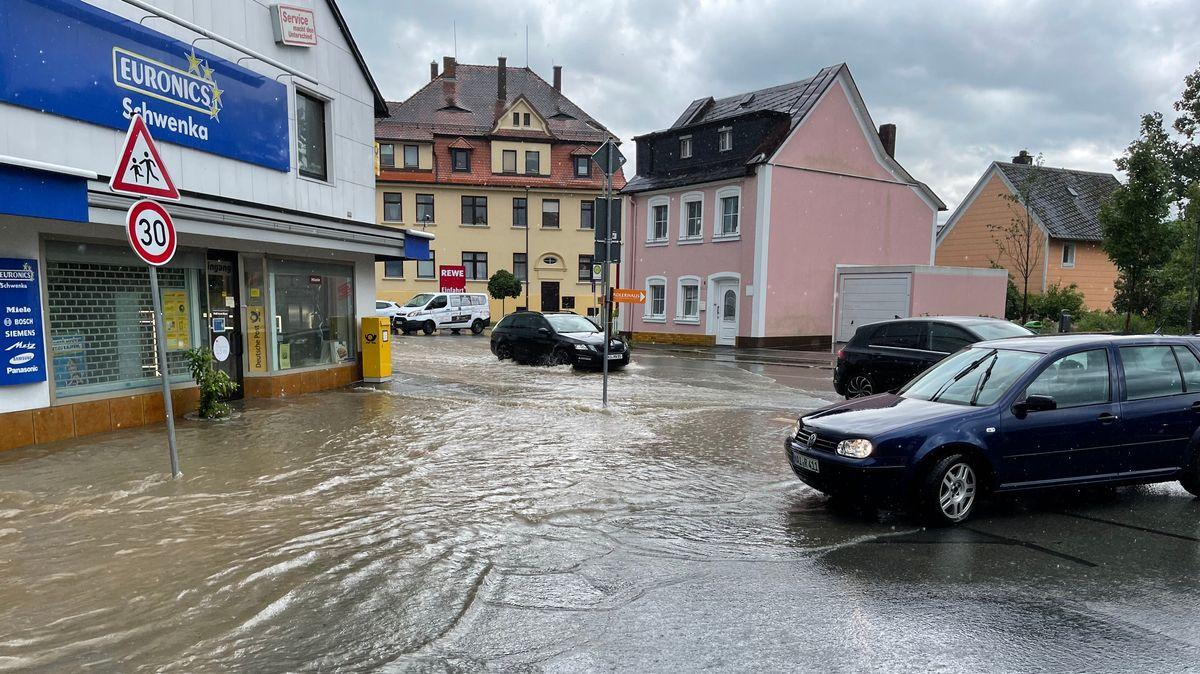 Überschwemmte Straßen in Selbitz: Die Stadt im Landkreis Hof war von dem Unwetter besonders betroffen.