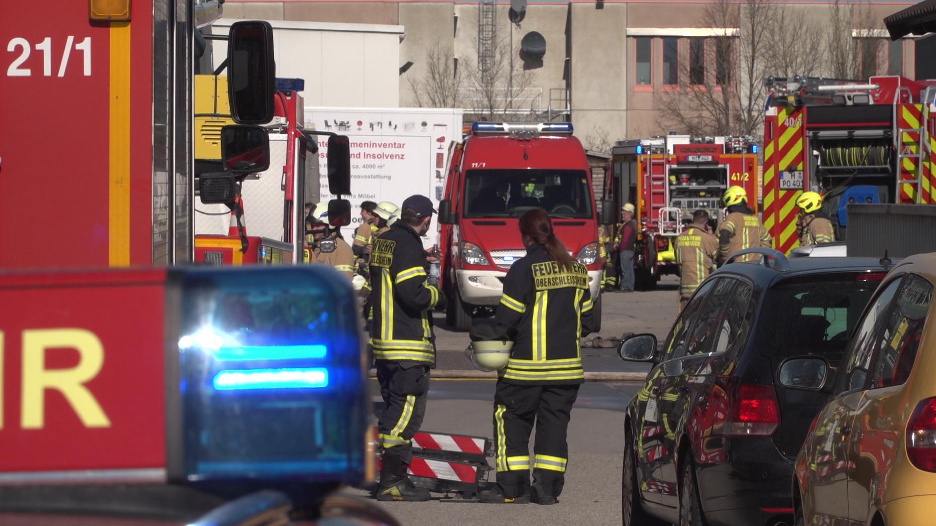 Entwarnung nach Fabrikbrand in Garching