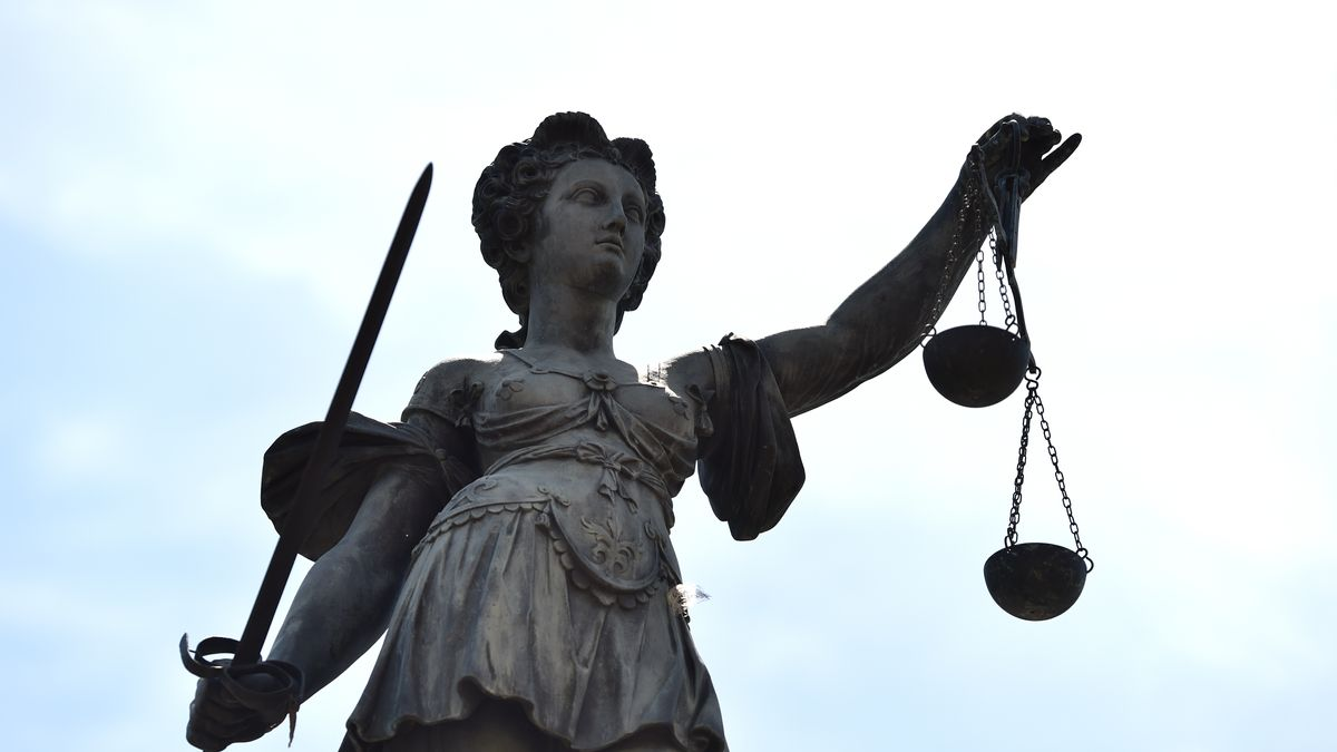 Statue der römischen Göttin der Gerechtigkeit Justitia