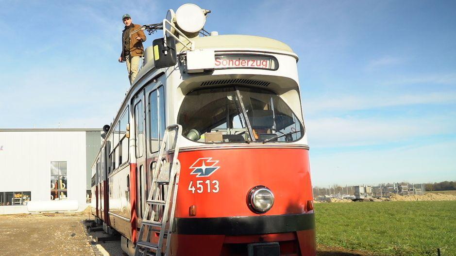 Schwabe kauft sich eine alte Wiener Straßenbahn