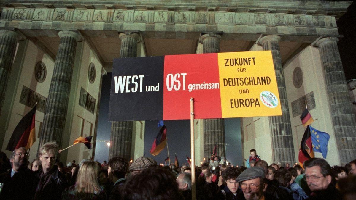 Rund eine Million Menschen feierten in der Nacht des 3. Oktober 1990 in Berlin die wiedergewonnene deutsche Einheit