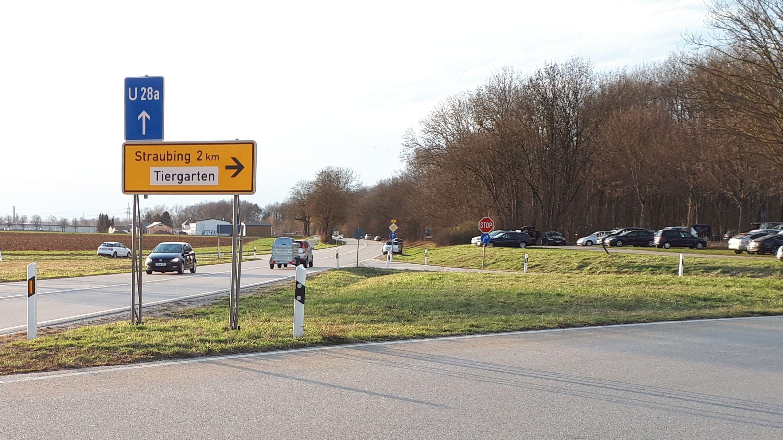 Straßenschild zum Tiergarten Straubing