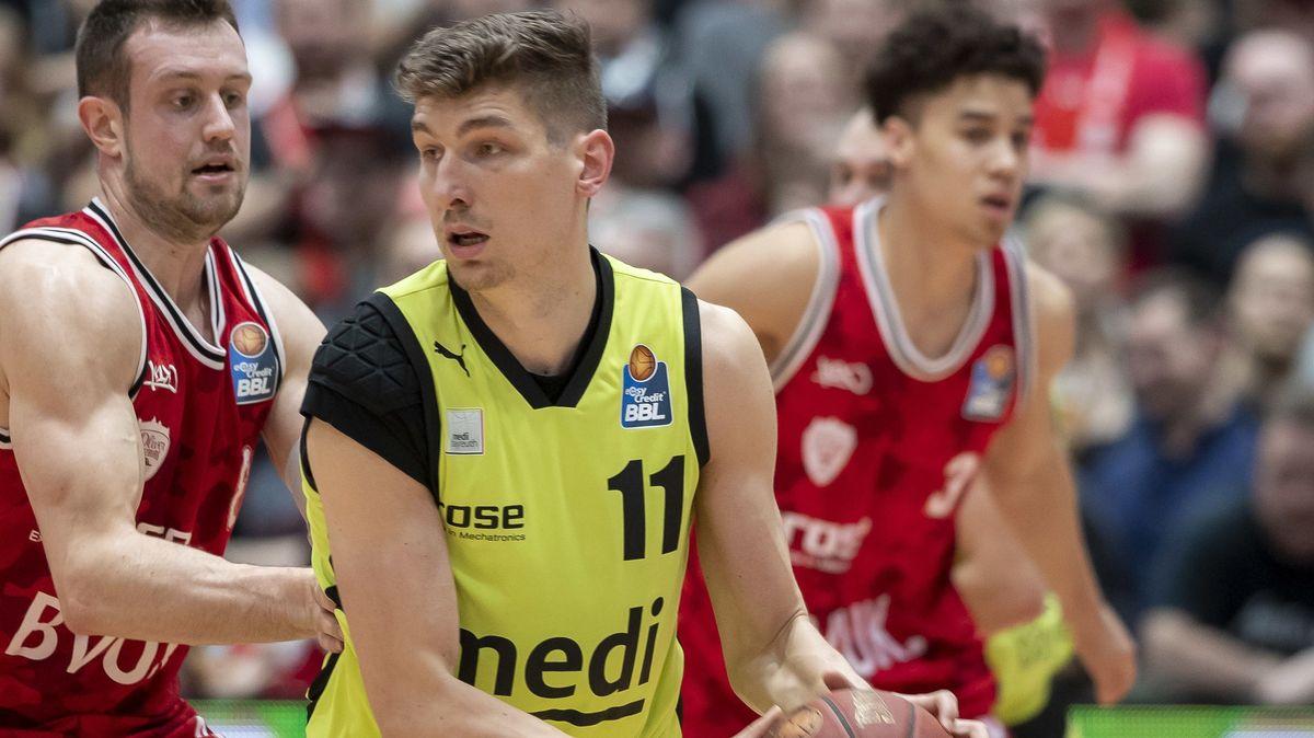 Andreas Seiferth am Ball.