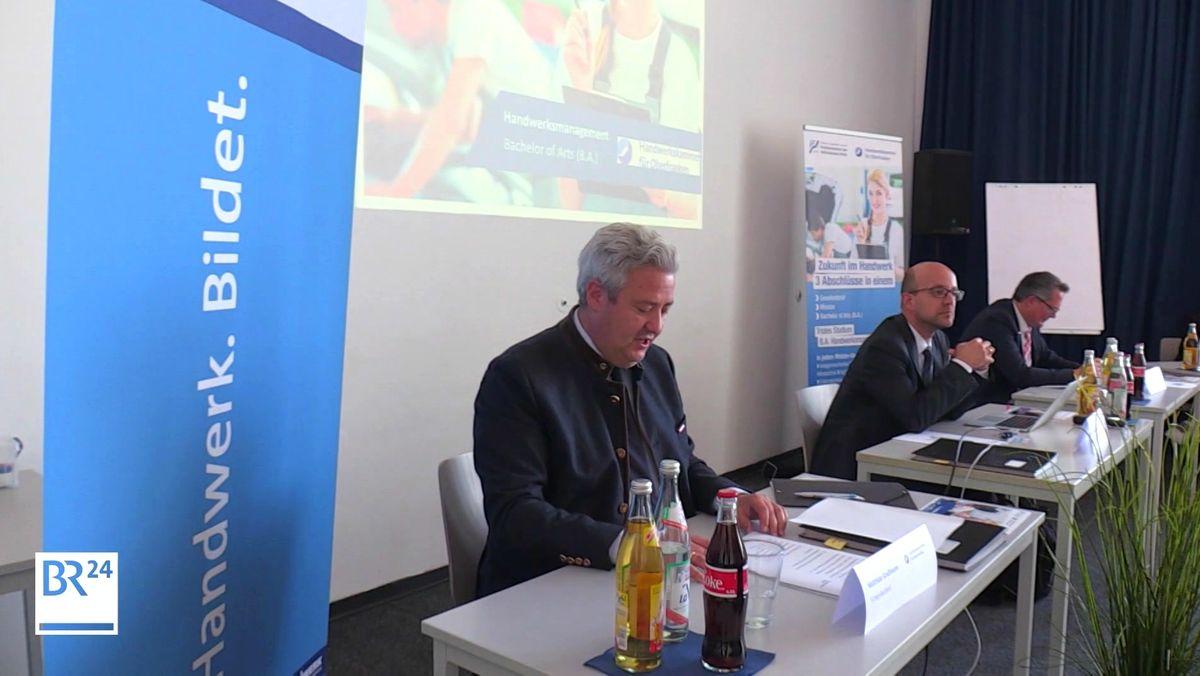 """Das """"Triale Studium"""" an der Fachhochschule des Mittelstands in Bamberg vereint die beruflich-praktische mit einer akademischen Ausbildung."""