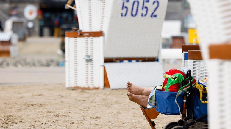 Strandkörbe in Büsum   Bild:pa / dpa