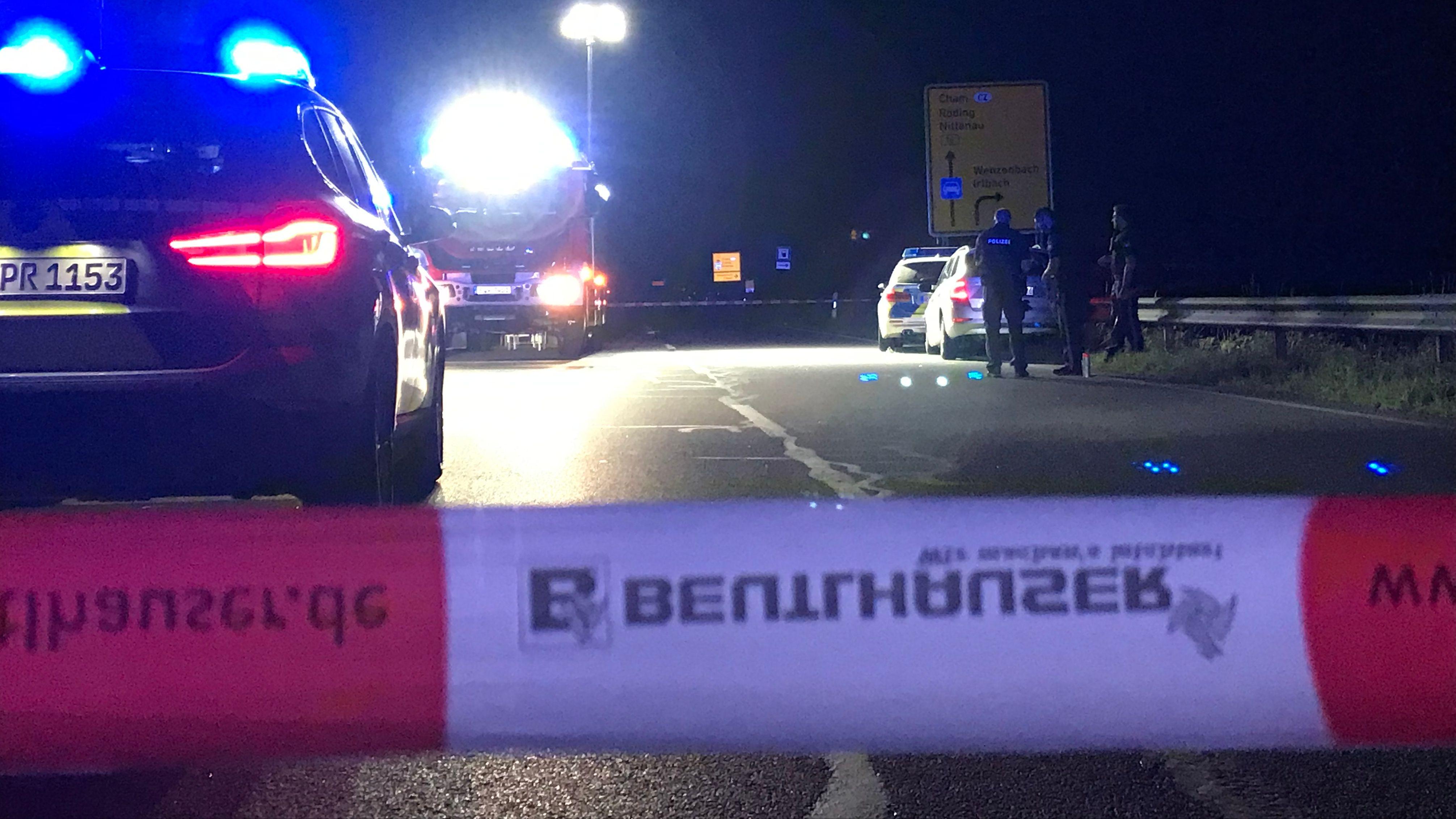 Bei der Verfolgungsjagd bei Wenzenbach wurden zwei Polizisten leicht verletzt.