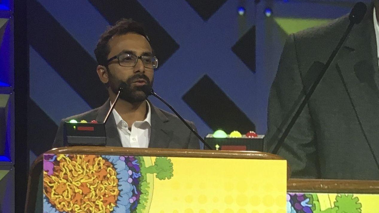 Der Mediziner Ravindra Gupta bei einem Vortrag