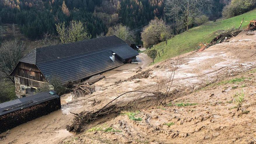 Spittal An Der Drau: Ein Haus wurde von einem Erdrutsch getroffen.