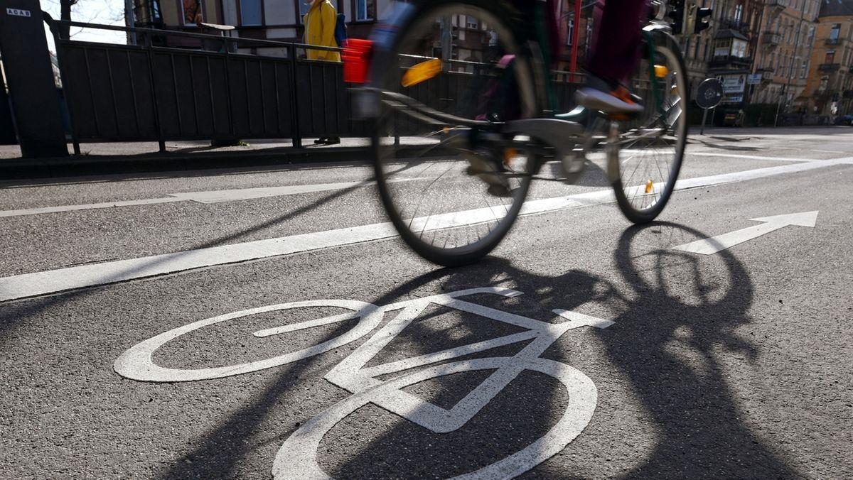 Die Stadt Augsburg hat einen Fahrrad-Pakt geschlossen, der Radeln sicherer und komfortabler machen soll.