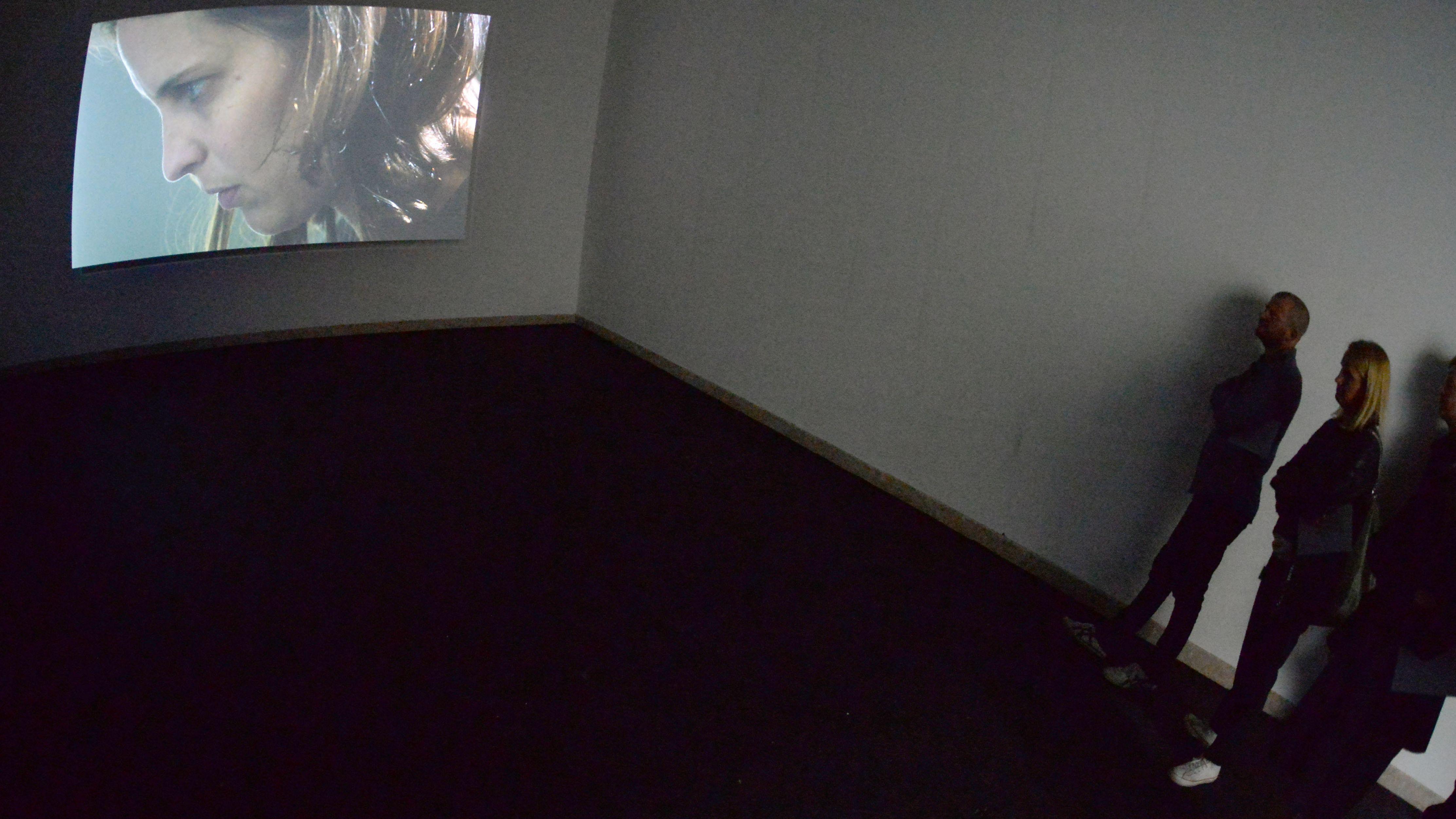 Deutscher Pavillon 2013: Installation des französischen Künstlers Anri Sala – die Räume des deutschen und französischen Pavillons wurden getauscht.