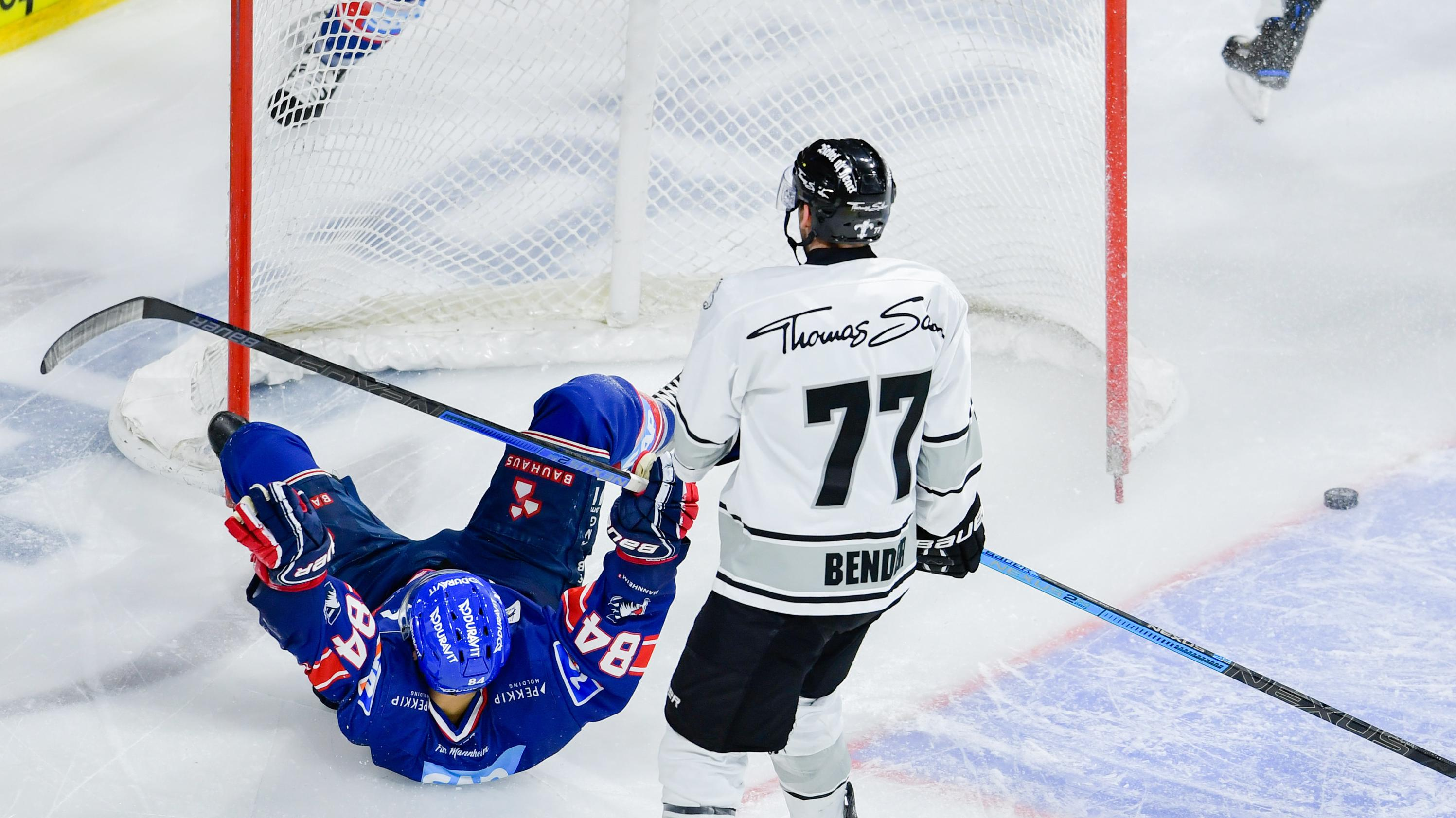 Nürnbergs Keeper Tim Bender kassiert einen Gegentreffer
