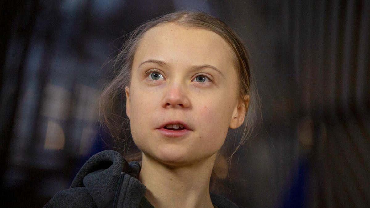 Greta Thunberg, schwedische Klimaaktivistin, spricht zu Journalisten, als sie zu einer Sitzung des Umweltrates im Gebäude des Europäischen Rates in Brüssel eintrifft.