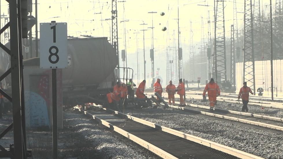 Arbeiten in Augsburg nachdem dort ein Güterzug entgleist ist (Freitag, 15.02.2019)