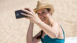 Auf Bumble noch erlaubt: Bikini-Foto unter freiem Himmel.   Bild:picture alliance / dpa Themendienst   Christin Klose