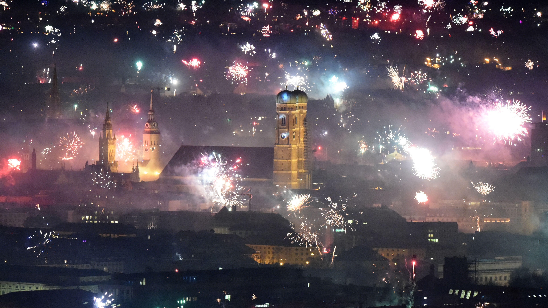 Silvester-Feuerwerk im Münchner Zentrum