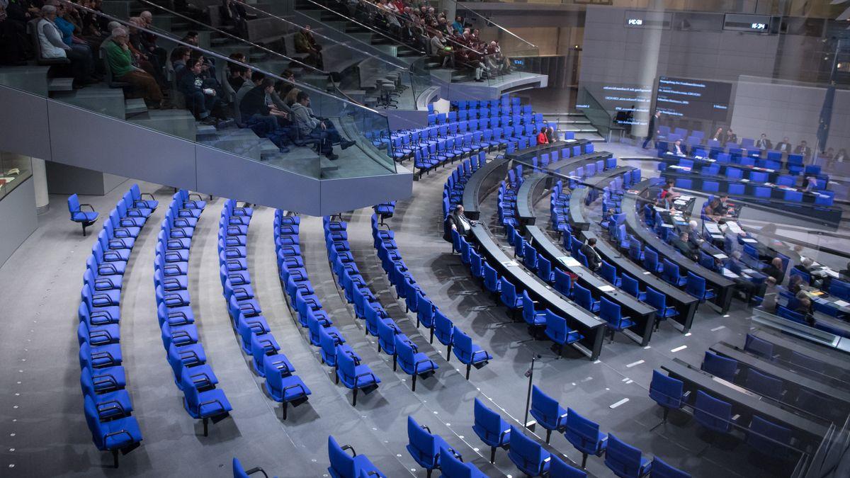 Die Reihen der Unionsfraktion im Plenarsaal des Deutschen Bundestages in Berlin.