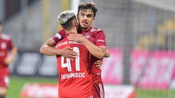 Die Bayernspieler Nick Salihamidzic und Oliver Batista Meier | Bild:IMAGO/Johannes Traub
