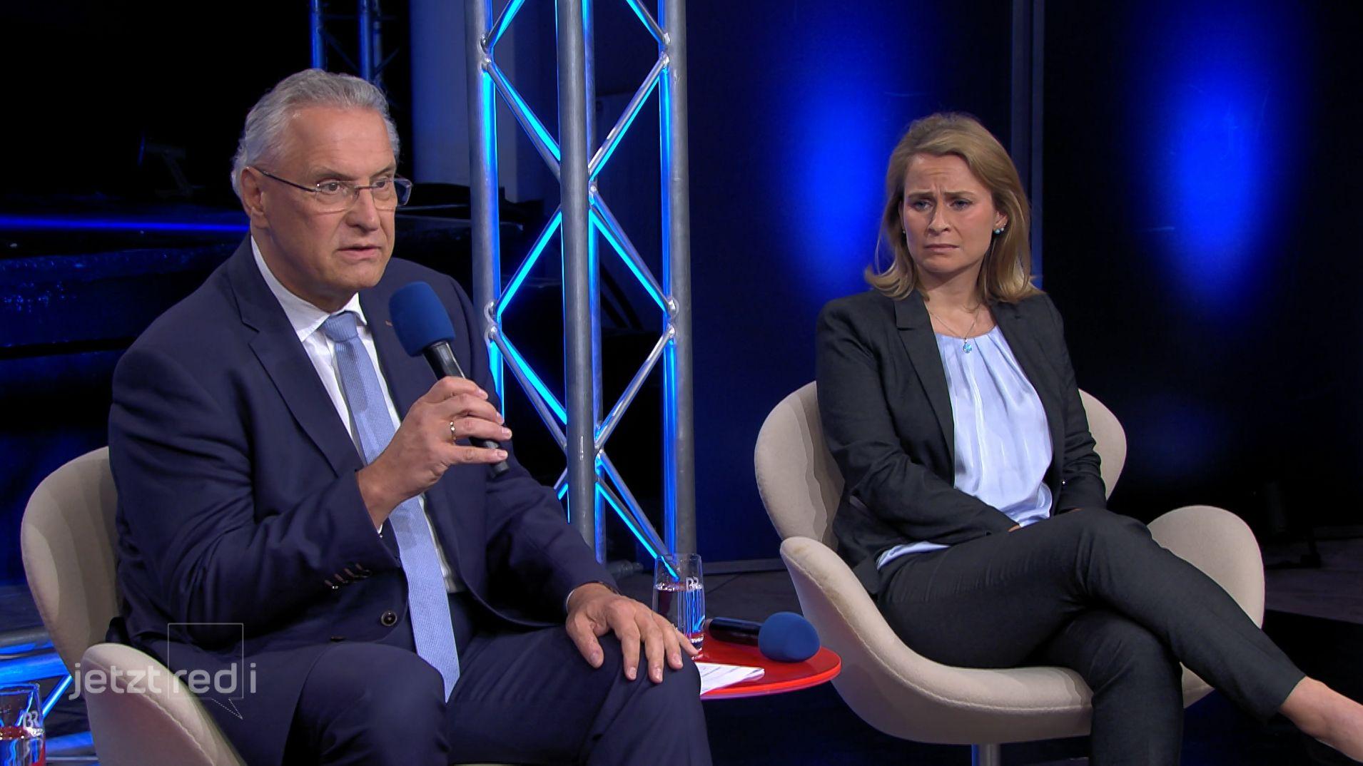 Der bayerische Innenminister Joachim Herrmann und die bayerische AfD-Landesvorsitzende Corinna Miazga