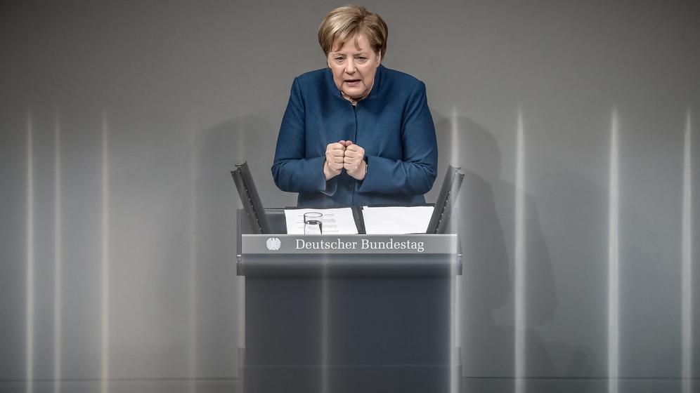 Angela Merkel spricht im Bundestag   Bild:dpa-Bildfunk / Michael Kappeler