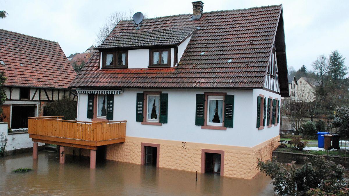 Haus unter Wasser 2011 in Hafenlohr
