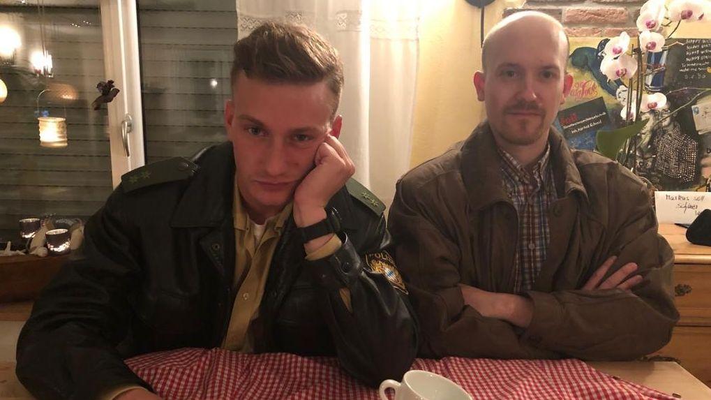 """Der """"falsche"""" Eberhofer Markus Schmid mit Kumpel Andre Hilburger als Birkenberger verkleidet."""