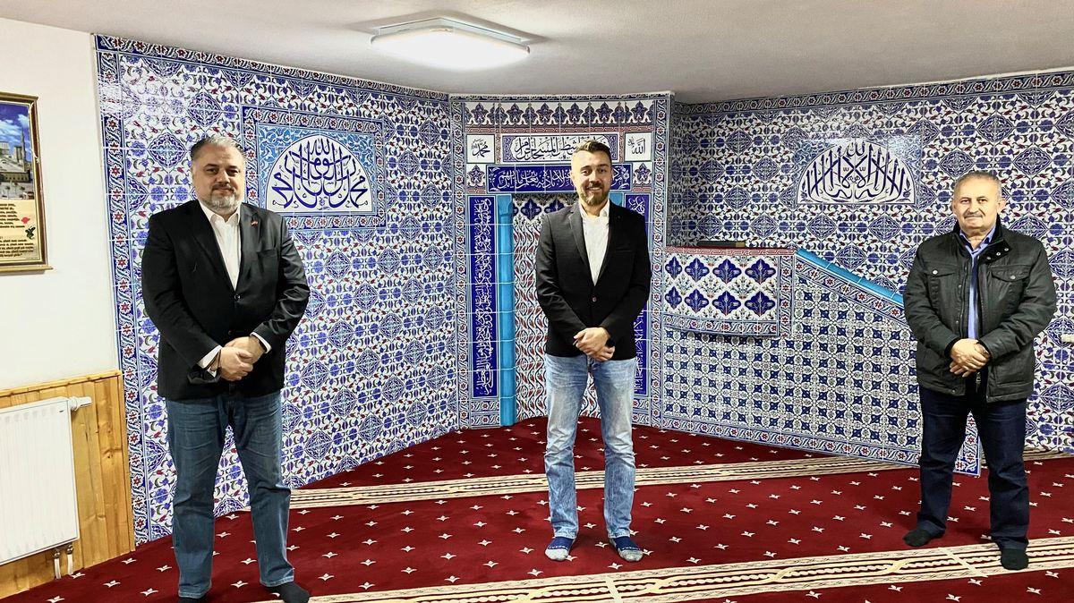 Bülent Bayraktar, Hüseyin Yağlı und Refet Avcı in der Moschee-Gemeinde in Dietenhofen