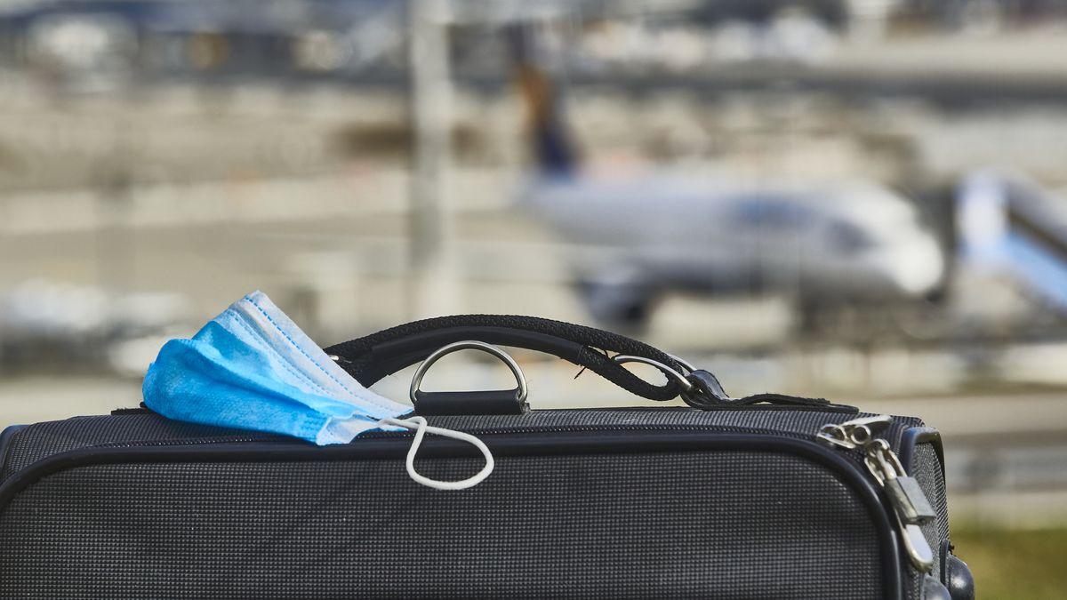 Für Flugreisende herrscht Maskenpflicht - macht reisen noch Spaß?