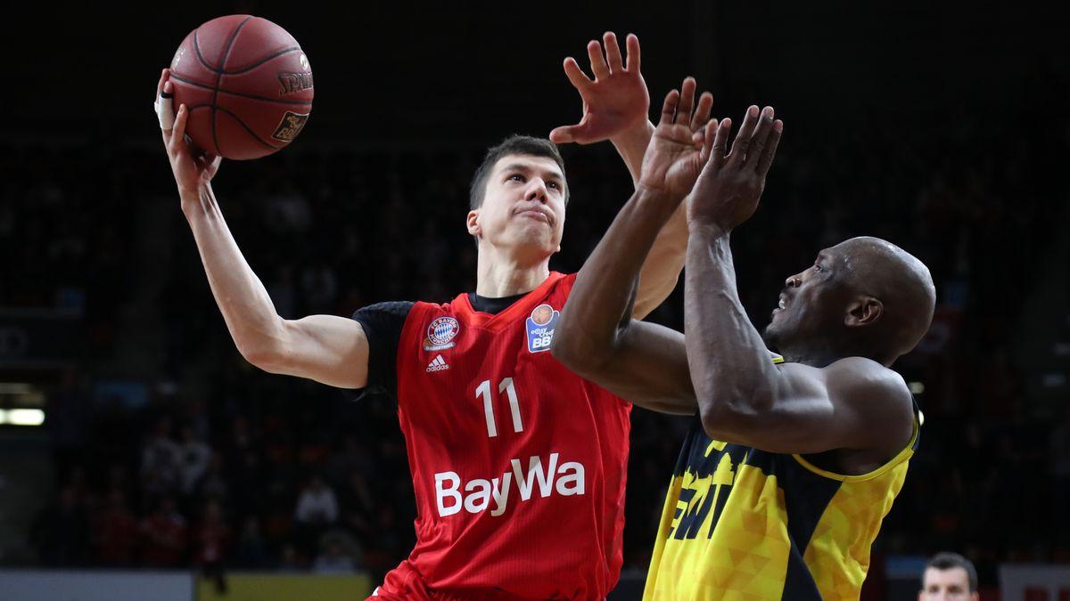 Spielszene FC Bayern Basketball - EWE Baskets Oldenburg