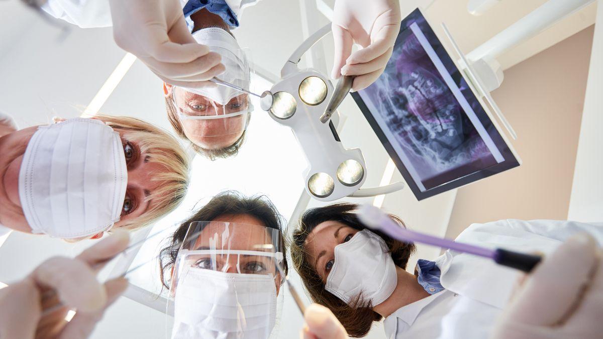 Viele Menschen meiden den Besuch zum Zahnarzt aus Angst vor einer Ansteckung.