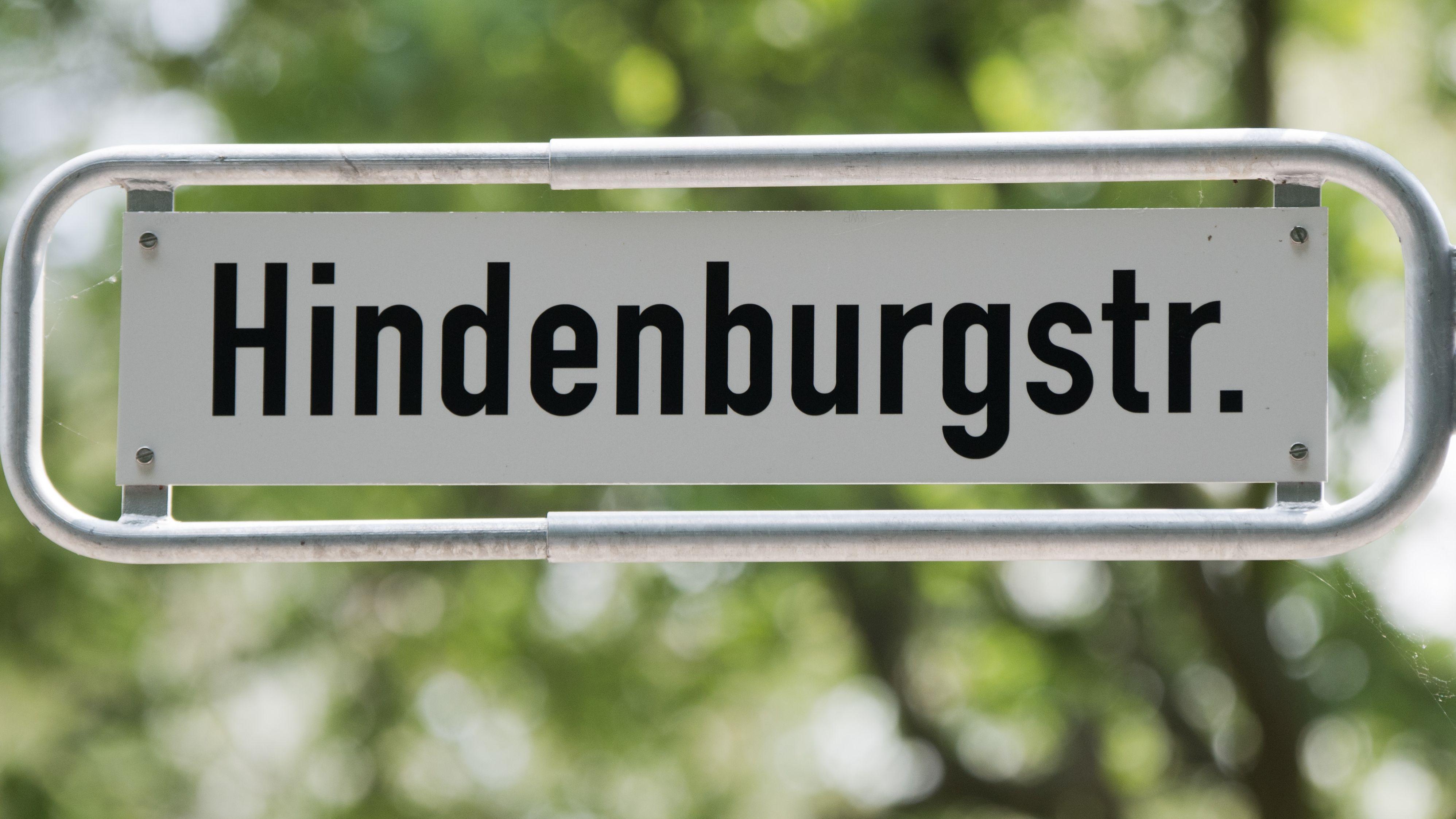 Ein Straßenschild mit der Aufschrift Hindenburgstraße